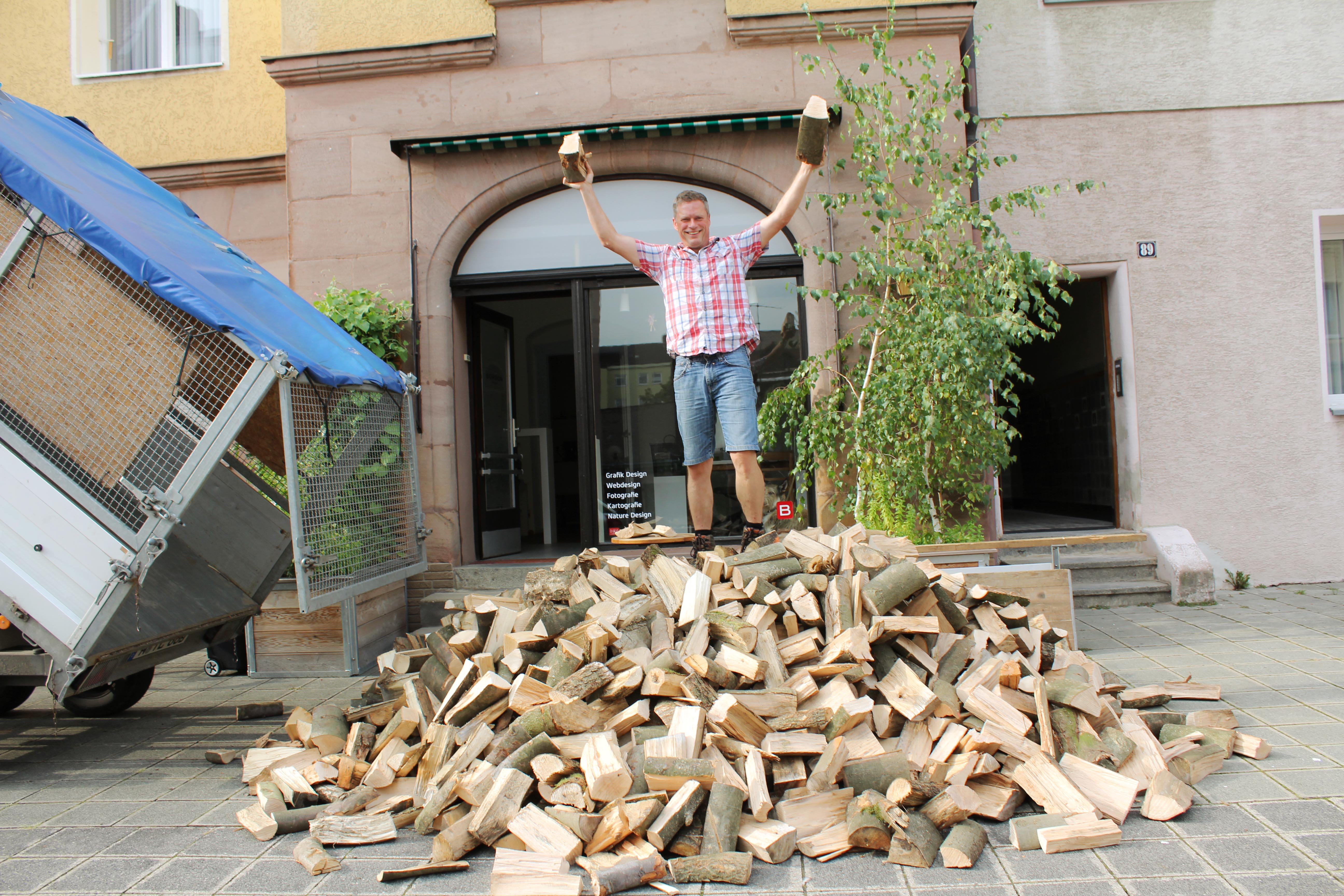 Kundenauslieferung Brennholz Kaminholz Nürnberg